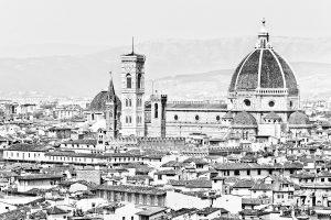 Fotografía en blanco y negro del Duomo visto desde la altura de la Plaza Michelangelo