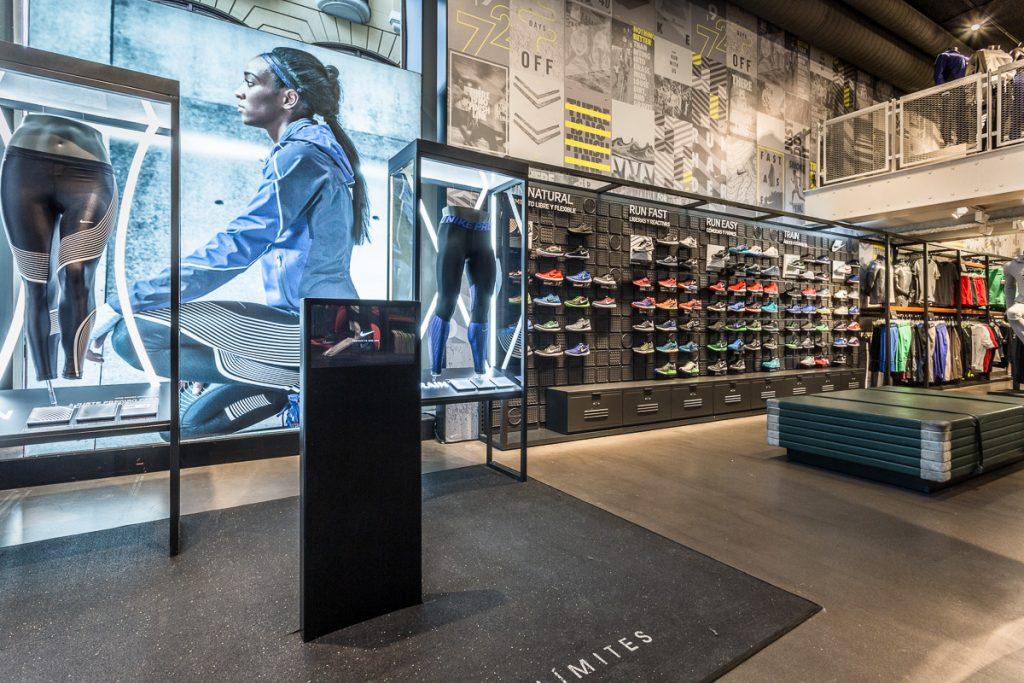 Fotografías del porfolio de zonas comerciales, tiendas, especios y corners.