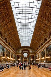 Fotografía que muestra la profundida de la Galería de pinturas desde uno de los extremos